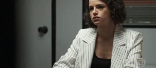 Josiane não perderá a pose de patricinha ao chegar na prisão. (Reprodução/TV Globo)