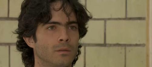 """Miguel é assassinado em """"A Que Não Podia Amar"""". (Reprodução/Televisa/SBT)"""