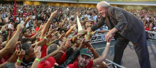 O ex-presidente Lula pretende viajar o país. (Arquivo Blasting News)