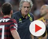 Jorge Jesus terá que fazer mudanças na equipe para enfrentar o Bahia. (Arquivo Blasting News)