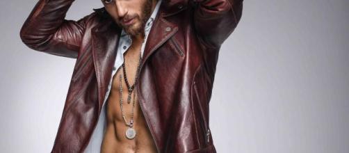 Can Yaman revela cómo conseguir un cuerpo perfecto.
