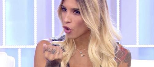 Erica Piamonte al veleno su Martina Nasoni: 'Attenzione alle finte Sante'.