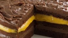 Receita de bolo de chocolate gelado recheado de mousse de maracujá
