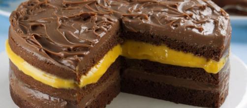 Bolo gelado de chocolate com mousse de maracujá. (Arquivo Blasting News)