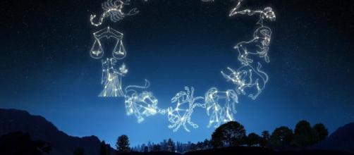 L'oroscopo di martedì 3 dicembre: Toro annoiato, ritardi per Bilancia