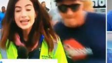 La reportera Alex Bozarjian recibe una palmada en el trasero en una carrera de Savannah