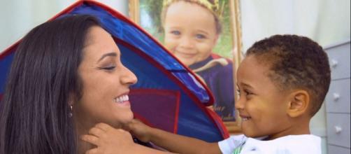Bebê ajuda mãe que perdeu filho a superar trauma e voltar a sorrir. (Reprodução/Rafael Zambe/TV Gazeta)