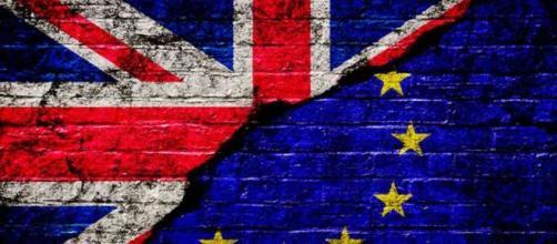 Elezioni in Regno Unito, conservatori in testa nei sondaggi