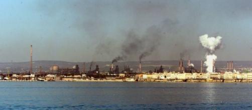 Ilva di Taranto vista dal mare