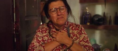 Lurdes fica incrédula com recaída do suposto filho Sandro em 'Amor de Mãe'. (Arquivo Blasting News)