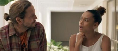 Ativista vai terminar o namoro após ser preso em 'Amor de Mãe'. (Reprodução/TV Globo)
