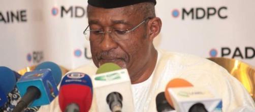 Le président du Conseil Electoral Enow Abrams Egbe lors de la cérémonie de lecture des listes de partis et de candidats. Credit:Twitter/elecam237