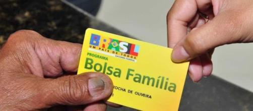 Programa Bolsa Família beneficia famílias pobres. (Arquivo Blasting News )