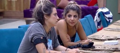 Tati Dias e Hari Almeida tinham proximidade durante o confinamento de 'A Fazenda 11'. (Reprodução/Playplus)