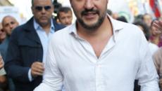 Salvini in visita a Reggio Calabria, le sardine lo contestano cantando 'Bella Ciao'