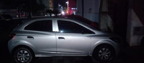 Criminoso é preso após assaltar dois comércios e manter motorista de app refém em São José dos Campos. (Polícia Militar/Divulgação)