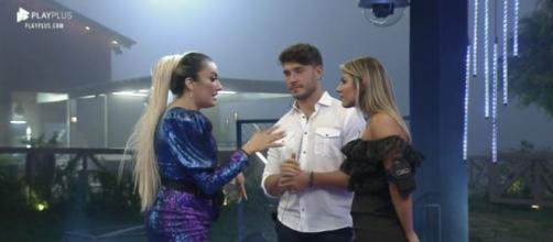 Hariany, Lucas e Thayse conversam na festa final do programa. (Reprodução/PlayPlus)