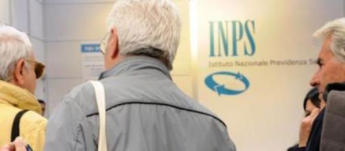 Pensioni 2020: l'Inps comuinica le istruzioni per il rinnovo degli assegni.