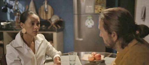 Em 'Amor de Mãe', Vitória confessa que entregou filho para Kátia. (Reprodução/TV Globo)