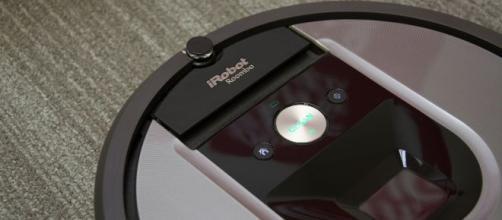 iRobot Roomba 960, l'aspirapolvere robot da regalare a Natale