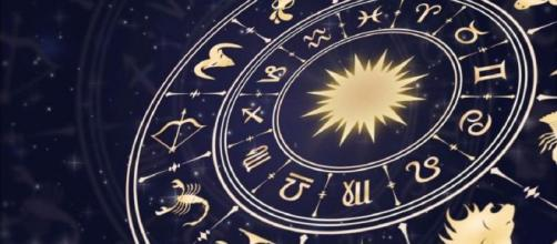 Previsioni oroscopo per la giornata di domenica 15 dicembre.