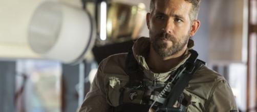 Ryan Reynolds é o protagonista de 'Esquadrão 6' novo filme de ação da Netflix. (Reprodução/Netflix)