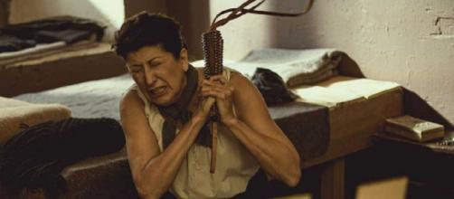 Una Vita, trame spagnole: Ursula perde la ragione