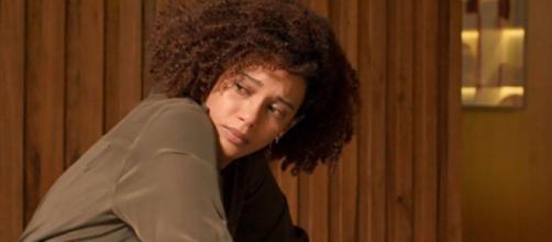 """Vitória chora em cena de """"Amor de Mãe"""" ao descobrir que Sandro é seu filho. (Reprodução/TV Globo)"""