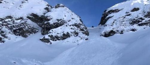 Valle d'Aosta: guida alpina perde la vita a causa di una valanga