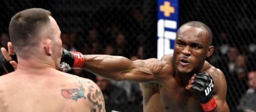 Kamaru Usman nocauteou e quebrou a mandíbula de Colby Covington no UFC 145 .(Arquivo Blasting News)