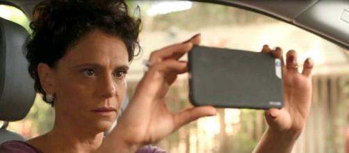 Lídia vai descobrir que o ex-marido comprou salão para a noiva na novela das 21h, da Globo. (Reprodução/TV Globo)