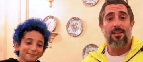 Marcos Mion com o filho Stefano, de 9 anos, em vídeo publicado na internet. (Reprodução/Youtube)