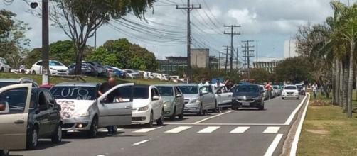 Protesto foi realizado na manhã desta segunda-feira (16). (Reprodução/TV Bahia)