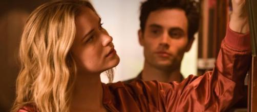 A série americana é estrelada por Penn Badgley e Elizabeth Lail. (Divulgação/Netflix)