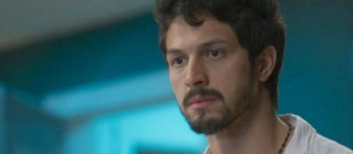 Marcos (Romulo Estrela) vai cair em armadilha de Diogo (Armando Babaioff) e será preso em Bom Sucesso. Reprodução/TV Globo