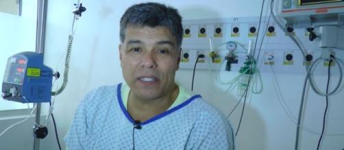 Maurício Mattar grava vídeo em hospital após sofrer infarto. (Reprodução/YouTube)