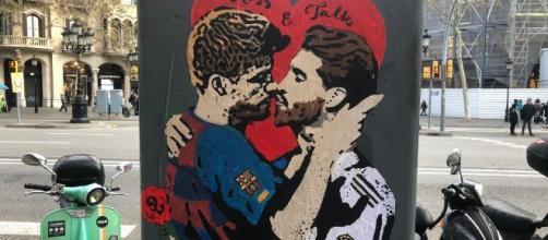 El beso de Sergio Ramos y Gerard Piqué para solucionar el conflicto catalán