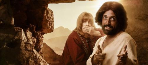 Fábio Porchat e Gregório Duvivier estão no filme 'A Primeira tentação de Cristo' na Netflix. (Reprodução/Netflix)