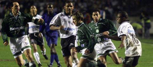 Rivalidade entre os times explodiu em 1999 com duelos na Libertadores e Paulista. (Arquivo Blasting News)
