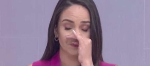 Apresentadora chora ao vivo. Reprodução/Bom Dia MT