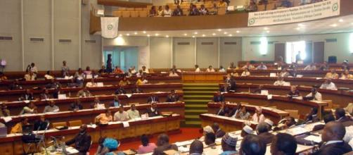 Assemblée nationale : la Commission des lois constitutionnelles ... - actucameroun.com
