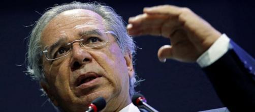 Guedes já chegou a dizer que também trabalhava com a proposta de criação de imposto único federal com base no IVA. (Adriano Machado/Reuters)