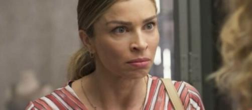 """Paloma (Grazi Massafera) será ofendida dentro de sua própria casa nos próximos capítulos de """"Bom Sucesso"""". (Reprodução/TV Globo)"""