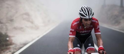 Alberto Contador durante una carrera ciclista