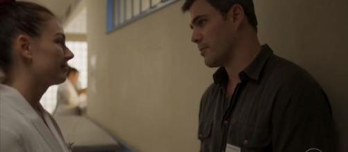 Betina vive romance com Magno em 'Amor de Mãe'. (Reprodução/TV Globo)
