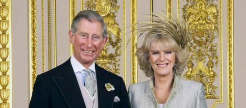 Carlo d'Inghilterra e Camilla Parker Bowles, aria di crisi a corte