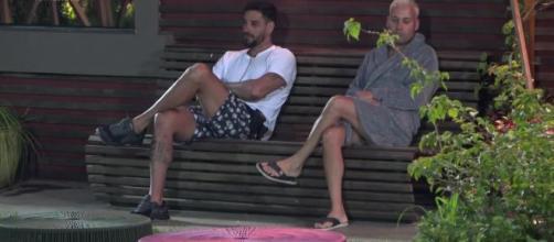 Diego e Viny conversam em 'A Fazenda 11'. (Arquivo Basting News)