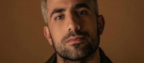 """Kaysar Dadour relembra """"dor e tristeza"""" em guerra na Síria: """"Nunca me esqueço"""". (Arquivo Blasting News)"""