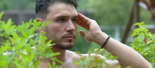Lucas conversou com Viny no ofurô de 'A Fazenda 11'. (Reprodução/Playplus)