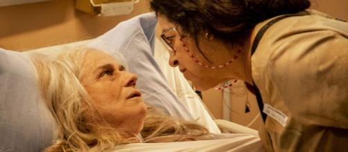 Lurdes conversa com a mulher que levou seu filho. (Arquivo Blasting News)